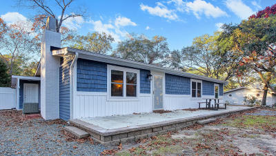 Oak Island Single Family Home For Sale: 321 NE 50th Street
