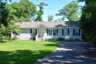 Newport Single Family Home For Sale: 220 Waters Edge Drive