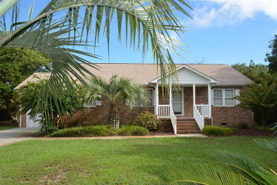 Pine Knoll Shores Single Family Home For Sale: 300 Pine Knoll Circle