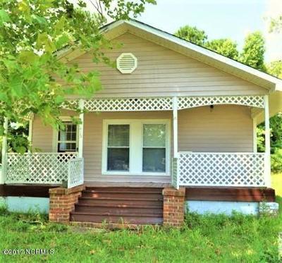 Castle Hayne, Burgaw, Rocky Point Single Family Home For Sale: 415 S Smith Street