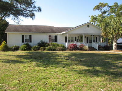 Harkers Island Single Family Home For Sale: 572 Bayview Drive