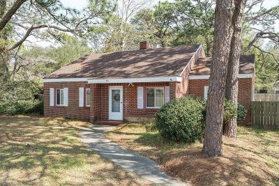 Southport Single Family Home For Sale: 902 E Moore Street