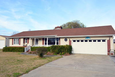 Harkers Island NC Single Family Home For Sale: $275,000