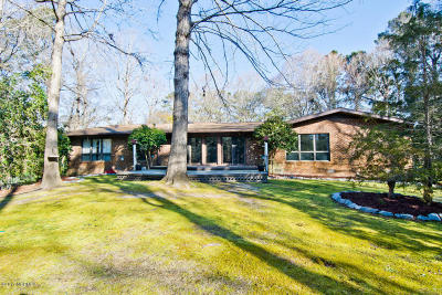 Onslow County Single Family Home For Sale: 102 Shoreham Drive