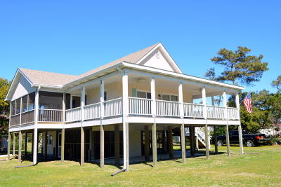 Harkers Island Single Family Home For Sale: 203 Davis Street