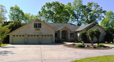 New Bern Single Family Home For Sale: 220 Shoreline Drive