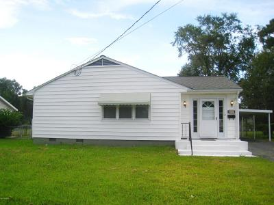 Jacksonville Single Family Home For Sale: 907 Barn Street