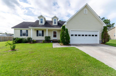 Richlands Single Family Home For Sale: 203 Snowden Court