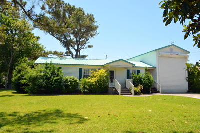 Harkers Island NC Single Family Home For Sale: $190,000