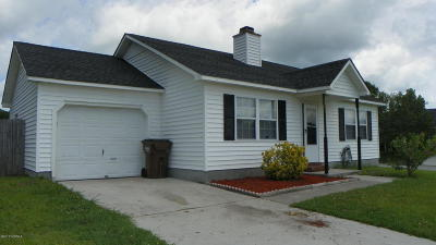 Onslow County Single Family Home For Sale: 106 Kyle Drive