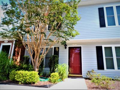 Morehead City Condo/Townhouse For Sale: 3200 Crystal Oaks Lane #540
