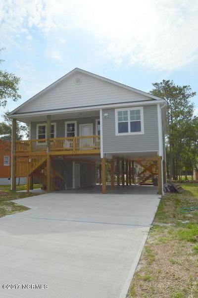 Oak Island Single Family Home For Sale: 208 NE 33rd Street