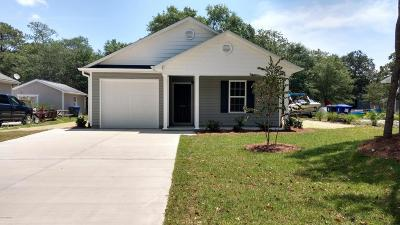 Oak Island Single Family Home For Sale: 120 NE 19th Street