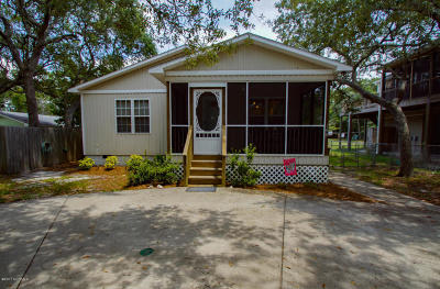 Oak Island Single Family Home For Sale: 148 NW 6th Street