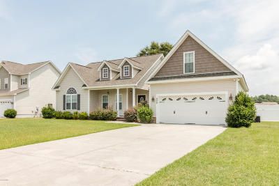 Swansboro Single Family Home For Sale: 408 Moss Springs Drive