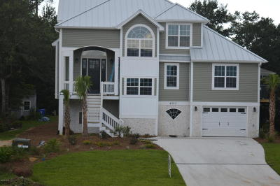 Oak Island Single Family Home For Sale: 4303 E Yacht Drive