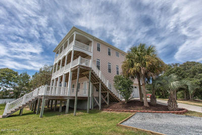Oak Island Single Family Home For Sale: 111 SE 34th Street