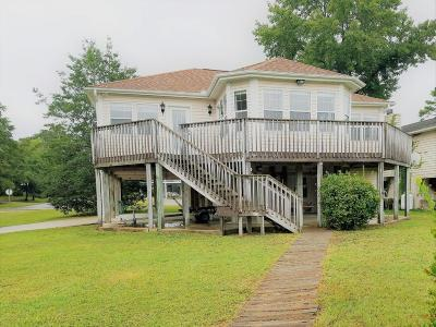 Oak Island Single Family Home For Sale: 3908 E Yacht Drive