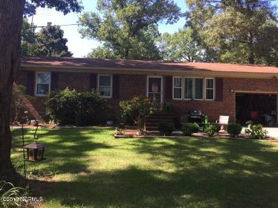 Richlands Single Family Home For Sale: 2002 Catherine Lake Road