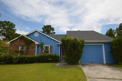 Onslow County Single Family Home For Sale: 203 Suffolk Court