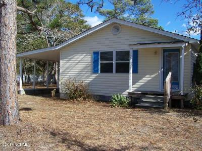 Oak Island Single Family Home For Sale: 114 NE 23rd Street