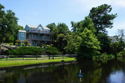 Emerald Isle Single Family Home For Sale: 321 Cape Fear Loop