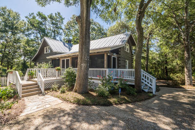 Oak Island Single Family Home For Sale: 106 SE 39th Street