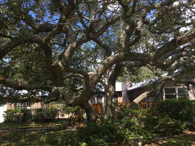 Oak Island Single Family Home For Sale: 117 NW 7th Street