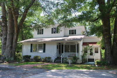 Southport Single Family Home For Sale: 937 E Leonard Street