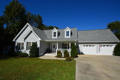 Morehead City Single Family Home For Sale: 2000 Anne Neal Road