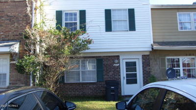 Onslow County Condo/Townhouse For Sale: 106 Villa Drive