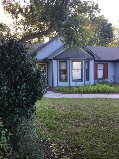 Jacksonville Single Family Home For Sale: 114 Raintree Circle
