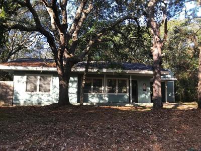 Oak Island Single Family Home For Sale: 201 SE 78th Street
