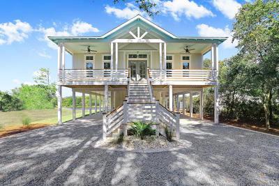 Oak Island Single Family Home For Sale: 906 W Yacht Drive