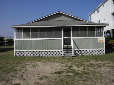 Oak Island Single Family Home For Sale: 4622 E Beach Drive