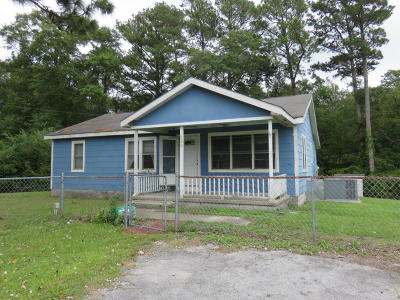 Newport Single Family Home For Sale: 828 Lake Road