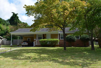 Jacksonville Single Family Home For Sale: 304 Long Acre Drive