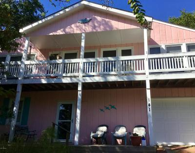 Emerald Isle Single Family Home For Sale: 141 Page Place