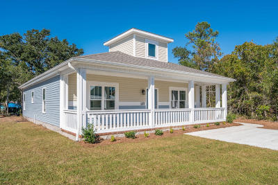 Oak Island NC Single Family Home For Sale: $275,000