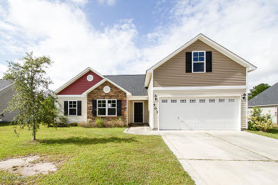 Jacksonville Single Family Home For Sale: 403 Hidden Oaks Drive