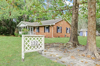 Oak Island Single Family Home For Sale: 132 NW 21st Street