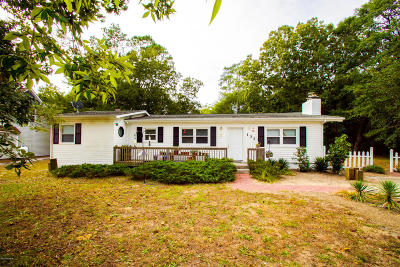 Oak Island Single Family Home For Sale: 131 NW 17th Street
