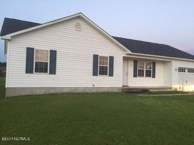 Onslow County Single Family Home For Sale: 215 Wingspread Lane