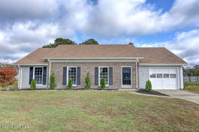 Hubert Single Family Home For Sale: 276 Riggs