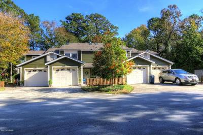 Morehead City Condo/Townhouse For Sale: 202 Cedarwood Village