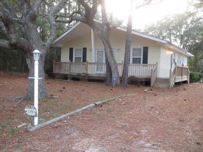 Oak Island Single Family Home Active Contingent: 139 NE 39th Street