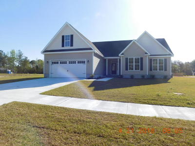 Swansboro Single Family Home For Sale: 107 Shadow Creek Drive