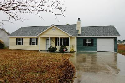 Onslow County Single Family Home For Sale: 409 Foxtrace Lane