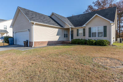 Jacksonville Single Family Home For Sale: 138 Forest Bluff Drive