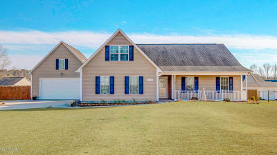 Richlands Single Family Home For Sale: 113 Farmgate Drive